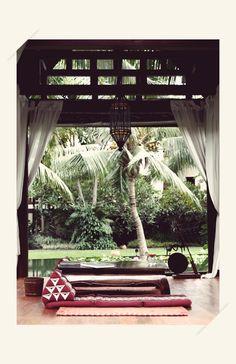¿Qué tal un poco de yoga y un espacio verde para meditar un poco? #belleza #verde #relajacion #paz #jardines