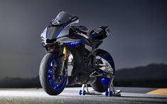 Download imagens 4k, A Yamaha YZF-R1M, pista de rolamento, 2018 motos, sportsbikes, Yamaha