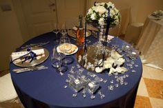 proposta di mise en place per matrimoni durante una serata di San Valentino - raso blu