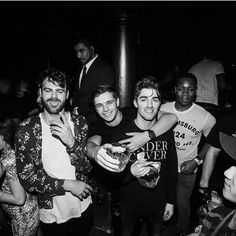 chainsmokers be like: we partying with Martin Garrix and other ppl! Andrew looks cute Chainsmokers, Andrew Taggart, Best Dj, Dance The Night Away, Girls Dream, Beautiful Boys, Pretty Boys, Electronic Music, Celebrity Gossip