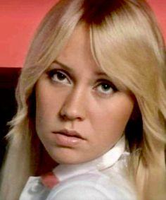 Carol Vorderman, First Crush, Debut Album, Most Beautiful Women, Pop Group, Rock Bands, Music Artists, Movie Stars, Writers