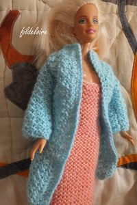 tutorial knitted coat for Barbie doll Barbie Knitting Patterns, Barbie Patterns, Doll Clothes Patterns, Clothing Patterns, Knitted Coat, Knitted Dolls, Habit Barbie, Barbie Dress, Barbie Doll