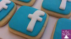 Galletas decoradas con el logo de Facebook en fondant