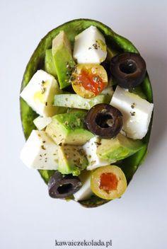 Sałatka z awokado, fetą i zielonym ogórkiem   Kawa i Czekolada Easy Dinner Recipes, Great Recipes, Easy Meals, Salad Recipes, Healthy Recipes, Food Platters, Food Design, Food To Make, Healthy Eating