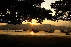 Pôr do sol na praia do Saco da Capela(Reginaldo Pupo/Agência Facto/divulgação) Ilhabela