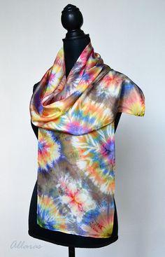 Foulard en soie Shibori. Printemps écharpe main teint. Écharpe en soie de printemps coloré Shibori. Cadeau de la mère. Cadeau de Pâques.
