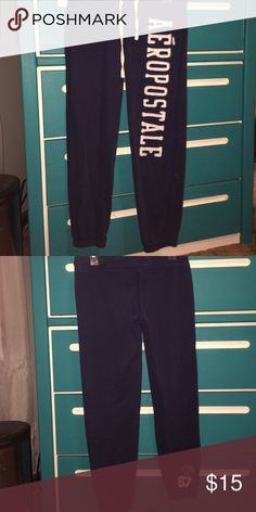 Aéropostale Synched Bottom Sweatpants Navy blue sweatpants with a synched bottom from Aéropostale. Hardly worn, great condition! Negotiable!! Aeropostale Pants Ankle & Cropped