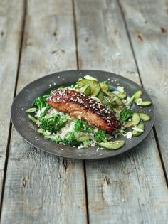 Sticky Asian-style salmon with broccoli, quick pickled cucumber & rice Print Sticky Asian-style salmon with broccoli, quick pickled cucumber & rice Salmon Recipes, Fish Recipes, Seafood Recipes, Cooking Recipes, Healthy Recipes, Chef Recipes, Seafood Dishes, What's Cooking, Asian Recipes