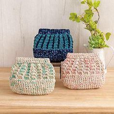 引き揃えのバネ口ポーチ|作品レシピ|手編みと手芸の情報サイト あむゆーず Purses And Bags, Hats, Crochet Christmas, Crochet Pouch, Coin Purse, Weaving, Knitting And Crocheting, Hat, Crochet Christmas Cozy