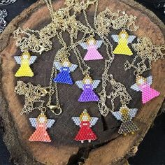 melek kolyeler angel necklaces that Umeda Seed Bead Patterns, Peyote Patterns, Beading Patterns, Seed Bead Jewelry, Jewelry Making Beads, Beaded Jewelry, Wire Crafts, Bead Crafts, Armband Diy