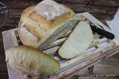 Pan Milagro, Pan Bread, Bread Recipes, Breads, Food, Pyrex, Puff Pastries, Plate, Food Recipes