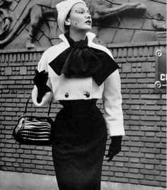 1950 Jeanne Lanvin creates a charming contrast of black and white in this beautiful ensemble consisting of a white plush bolero and a jersey dress Retro Outfits, Vintage Outfits, 1950s Fashion, Vintage Fashion, Jacques Heim, Jeanne Lanvin, Mode Vintage, 50s Vintage, Vintage Ideas