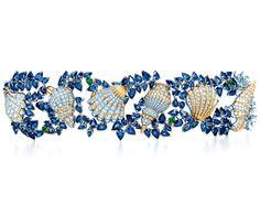 Jean Schlumberger per Tiffany & Co. - Bracciale in platino, oro, zaffiri, smeraldi e diamanti. Foto courtesy press office - See more at: http://www.vogue.it/vogue-gioiello/shop-the-trend/2013/05/gioielli-conchiglie#ad-image276470