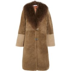 Saks Potts Febbe Bertha shearling coat (€1.490) ❤ liked on Polyvore featuring outerwear, coats, brown, colorful coat, shearling coat, fuzzy coat, brown coat and brown shearling coat