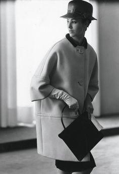 A look from Cristobal Balenciaga's spring-summer 1961 haute couture collection