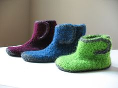 Ravelry: Kids Felted Ankle Booties pattern by Sarah Lora Kids Slippers, Felted Slippers, Crochet Slippers, Baby Booties, Ankle Booties, Felt Kids, Knitting Socks, Knit Socks, Wool Yarn