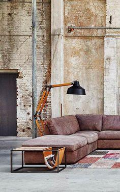 De combinatie van hout met zwart metaal maakt deze lamp uniek. Een lamp als deze maakt elk trendy interieur compleet, maar Double Wood voelt zich misschien nog het meest thuis in een industriële woonstijl!