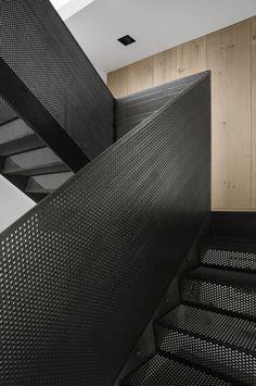 Peter's House: Dům plný chladné oceli i zeleně | Insidecor - Design jako životní styl