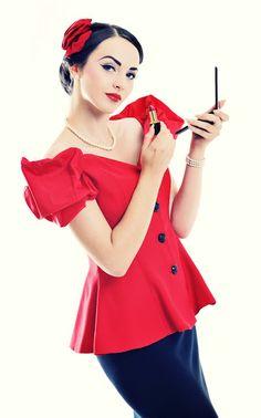 Idda van Munster with her lipstick♡♡♡♡♡
