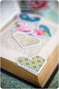 Heart shaped book marks for Valentine's Day!  Scroll down on site for sbs tutorial in English :)