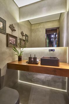 lavabo, cimento queimado, madeira Bathroom Interior, Modern Bathroom, Small Bathroom, Bathroom Ideas, Interior Architecture, Interior Design, Toilet Design, Bathroom Toilets, Beautiful Bathrooms