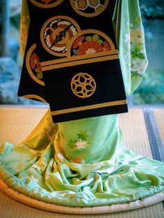 Maiko in Kyoto, Japan - the use of colors and patterns is amazing.