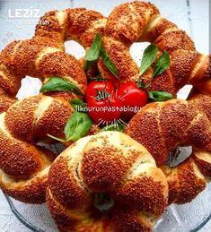 Kahvaltılık Tava Simidi Tarifi Bagel, French Toast, Strawberry, Bread, Fruit, Vegetables, Breakfast, Food, Food And Drinks