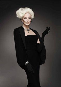 Carmen Dell'Orefice #fashion #photography. Distinguida y con estilo. Chic style.