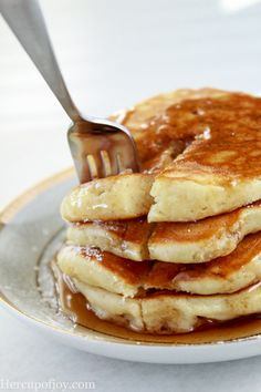 Simple Fluffy Sour Cream Pancakes These simple and fluffy sour cream pancakes are delicious! They are easy to make and require little effort. I love Saturday morning breakfast. It seems like the only day of the week where my family. Sour Cream Pancakes, Breakfast Pancakes, Breakfast Items, Morning Breakfast, Breakfast Dishes, Breakfast Recipes, Fluffy Pancakes, Pancake Recipes, Brunch Dishes