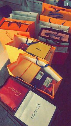 The Luxury Lifestyle Shopping Day, Shopping Spree, Sacs Louis Vuiton, Birthday Goals, Luxury Lifestyle Fashion, Rich Lifestyle, Boujee Aesthetic, Billionaire Lifestyle, Life Goals