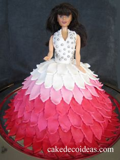 Barbie doll cake decoration. The skirt is made of fondant. Cut out leaves and adjusted as a beautiful skirt.