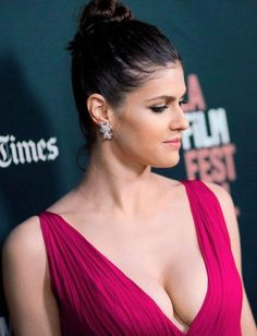 Alexandra Daddario is pretty damn hot Hollywood Celebrities, Hollywood Actresses, Beautiful Celebrities, Beautiful Actresses, Alexandra Daddario Images, Female Actresses, Up Girl, Glamour, Lady