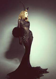 Devil woman – Celebes Elizabeth Bridge - New Site Weird Fashion, Dark Fashion, Gothic Fashion, Fashion Show, Fashion Design, Cosplay, Dark Beauty, Looks Cool, Mode Inspiration