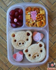 A pig themed lunch in @EasyLunchboxes with @CuteZcute pig sandwiches - mamabelly.com