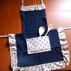 Da jeans a grembiule #grembiule#grembiulecucina #riciclojeans #ricicloutile #riciclo #riusaconamore #jeans #fattodame #fattoamano #faidate #handmade #cucito #cucitocreativo #riciclocreativo #stoffa #agoefilo #creativemamy #percorsicreativi #passionecucito #hobbycucito #hobby #cucina