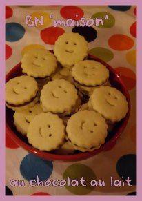 """Biscuits """"sourire"""" fourrés au chocolat au lait, copie des Minis-BN - Recette ici :  http://www.chefnini.com/petits-princes-bn-maison/"""
