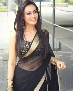 India is so special for the rich cultural variety and colorful dressing traditions. Saree (sari) is the best among Indian dresses. Sarees For Girls, Simple Sarees, Saree Photoshoot, Saree Trends, Saree Models, Hot Girls, Black Saree, Stylish Sarees, Saree Look