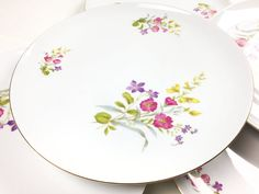 Vintage set of 5 Eschenbach Baronet Fine China floral plates, made in Germany Baronet, Bavaria Germany, Country Style Homes, Amber Glass, Fine China, Vintage Floral, Floral Design, Plates, Sculpture