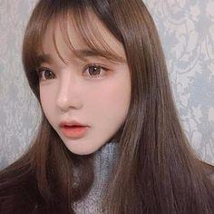 目の保養可愛くなりたいと思った時に見るべきオルチャン画像 See Through Bangs Korean, Hairstyles With Bangs, Pretty Hairstyles, Korean Hairstyles, Korean Beauty, Asian Beauty, Yoon Ara, Pretty Korean Girls, How To Cut Bangs