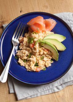 Prachtig ontbijt recept voor Paleo liefhebbers. De mosterd past echt super goed bij het zoute van de zalm en het romige van de avocado. Yummie.