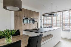 Kitchen Room Design, Modern Kitchen Design, Kitchen Interior, Kitchen Decor, Kitchen Island Dining Table, Kitchen Dining Living, Coffee Bar Home, Küchen Design, Design Ideas