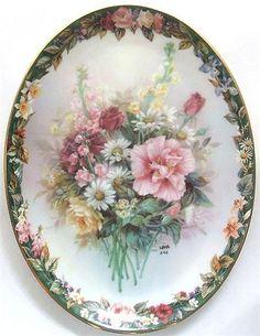 Art Floral, Floral Prints, Foto Transfer, China Painting, Glazes For Pottery, Vintage Dishes, Photo Craft, Vintage Labels, Porcelain Ceramics