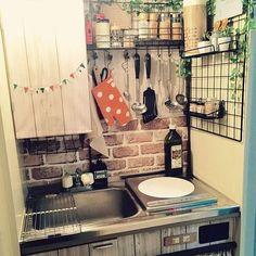 really small kitchen Diy Kitchen, Kitchen Interior, Room Interior, Kitchen Decor, Kitchen Design, Japanese Apartment, Rustic Loft, Japanese Kitchen, Japanese Interior