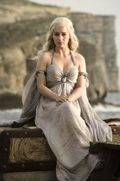 Emilia Clarke as Daenerys Targaryen in Game of Thrones (2011).  the most powerful woman, karakter Khaleesi yg anggun cantik tp bisa jg raja n di takut krn wibawa n kepemimpinannya.. klo ada wanita kayak gini di dunia nyata wow!!