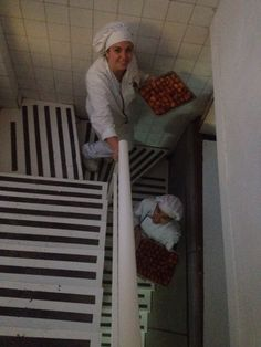 Buñuelos recien rellenados de nata ....cuidado con la escalera !!! @laruskyr  @raquelvig8
