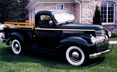 Gorgeousness (pinning for future option to look for to go with the vintage camper) Old Pickup Trucks, Gm Trucks, Cool Trucks, Antique Trucks, Vintage Trucks, Classic Trucks, Classic Cars, Old Chevy Pickups, Trucks Only