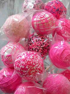 Hot Pink Cake Pops made with homemade devils food cake Use picture for inspiration. In ANY color! Cake Pops Rosa, Pink Cake Pops, Hot Pink Cakes, Bar A Bonbon, Cupcakes Decorados, Everything Pink, Cute Cakes, Cupcake Cookies, Cakes And More
