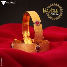 Gold Chain Design, Gold Bangles Design, Gold Earrings Designs, Gold Jewellery Design, Plain Gold Bangles, Gold Bangles For Women, Bangle Bracelets With Charms, Indian Wear, Antique Gold