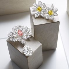 Take centre stage wearing #GraffDiamonds radiant, exceptionally rare flower brooches.