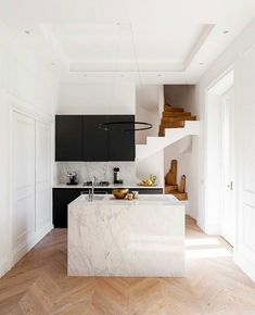 From Milan to Rome, we've rounded up 15 insanely chic Italian homes (that also happen to be available to rent on onefinestay). Small Modern Kitchens, Modern Kitchen Design, Interior Design Kitchen, Minimal Kitchen, Modern Spaces, Traditional Kitchens, Home Decor Kitchen, New Kitchen, Home Kitchens
